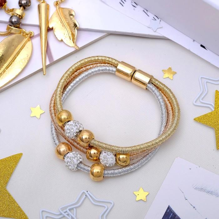 Браслет Марджери на нити, тройной, цвет серебряно-золотой