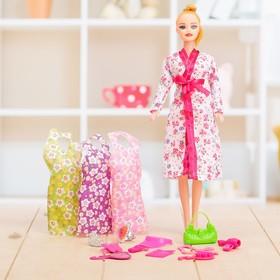 """Кукла модель """"Вика"""" в халате с аксессуарами"""